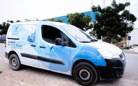 Des véhicules légers sont à disposition de nos commerciaux et chauffeurs pour une livraison rapide en 24-48h d'une commande d'une une tonne